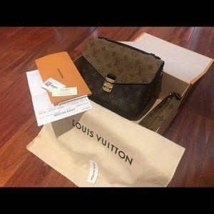 Auth NWT Louis Vuitton Pochette Metis Reverse